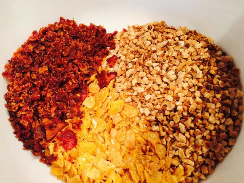 10. Bacon Erdnüsse und Cornflakes zusammen rollen