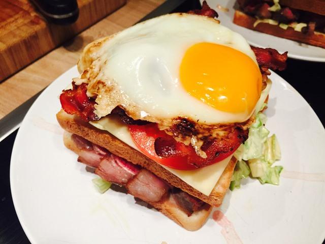 Spiegelei auf Sandwich