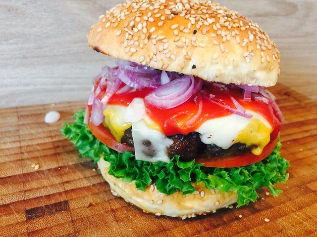 Cheeseburger mit viel Käse